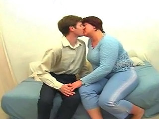 Amateur  Kissing Mature Mom Old and Young Amateur Mature    Old And Young  Amateur