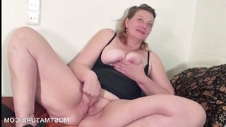 Masturbating Mature Mom Spreading