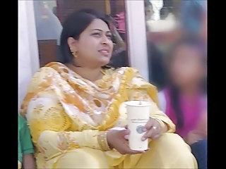 Amateur Chubby Indian  Aunty
